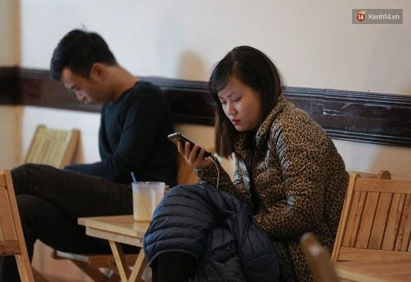 """Mắt chúng ta đang hỏng dần vì """"cắm mặt"""" quá gần vào màn hình điện thoại 5"""