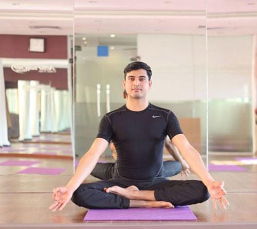 nhắm mở mắt là một bài tập yoga hiệu quả cho mắt