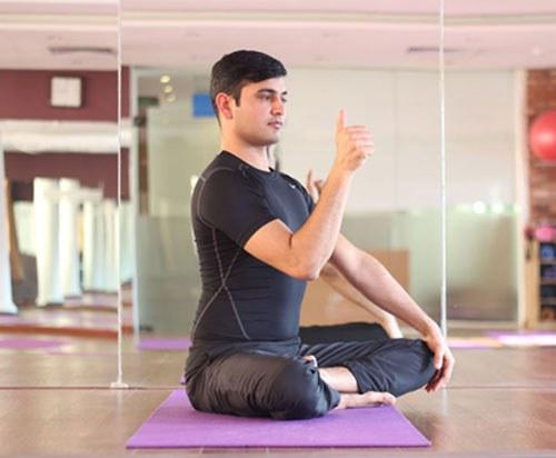 bai tap yoga cho mat - chuyen dong tam nhin